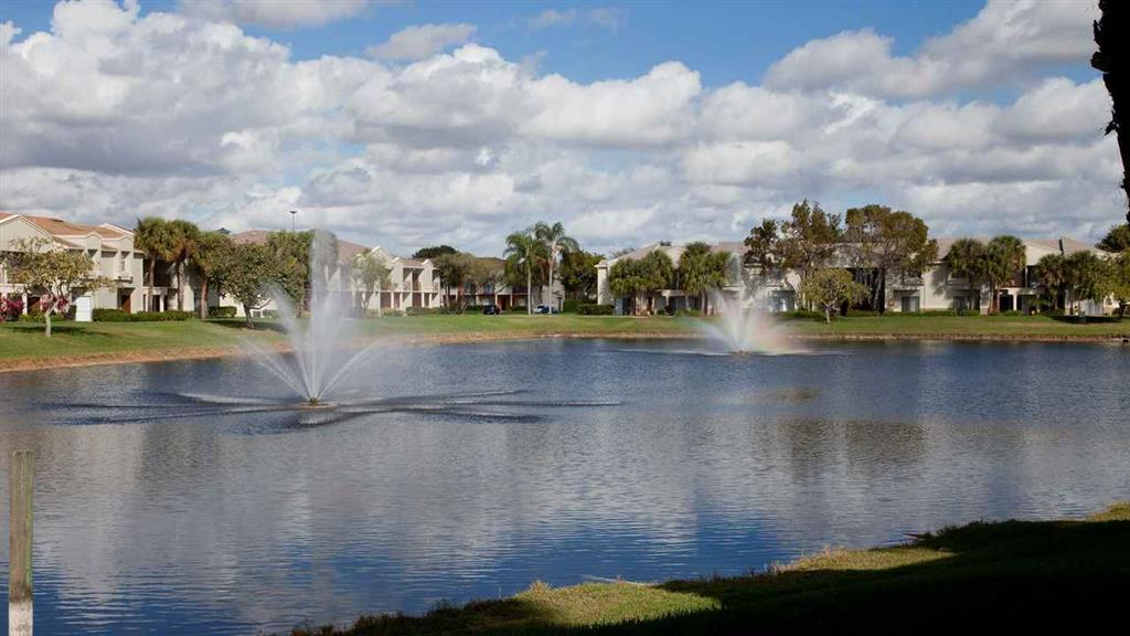 Fountain Image on Lake